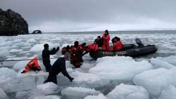 Първите български полярници пристигнаха на базата в Антарктида