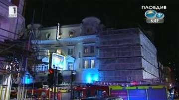 Десетки пострадали след като рухна тавана на театър в Лондон