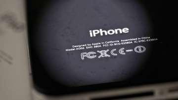 """""""Епъл"""" се извини, че нарочно забавя работата на старите си модели смартфони"""