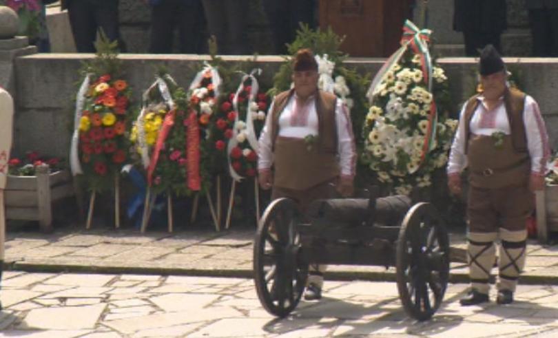 225 самодейци пресъздадоха Априлското въстание в Копривщица