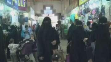 Саудитска Арабия затяга коланите
