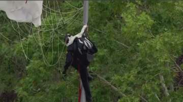 Инцидент с парашутист по време на празника на Испания