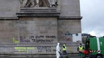 Френските власти не въведоха извънредно положение след погрома в Париж
