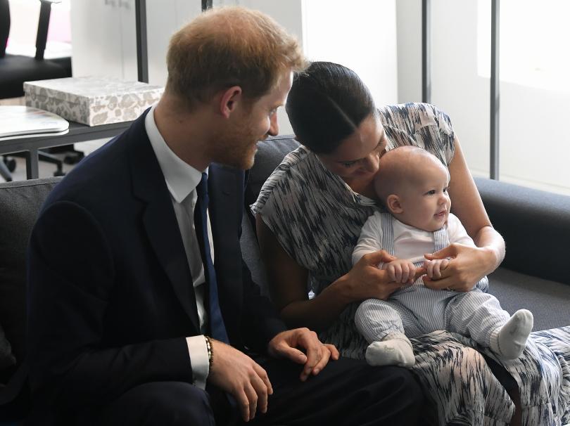 снимка 4 Кралското бебе Арчи направи първата си публична изява (СНИМКИ)
