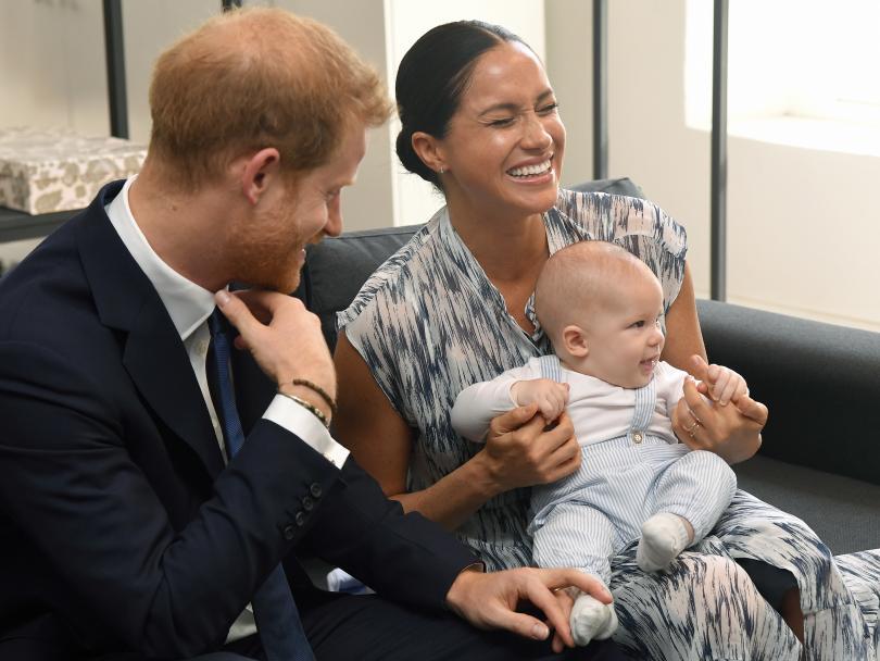 снимка 5 Кралското бебе Арчи направи първата си публична изява (СНИМКИ)