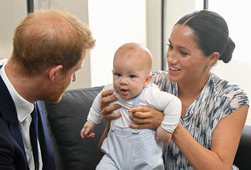 снимка 6 Кралското бебе Арчи направи първата си публична изява (СНИМКИ)