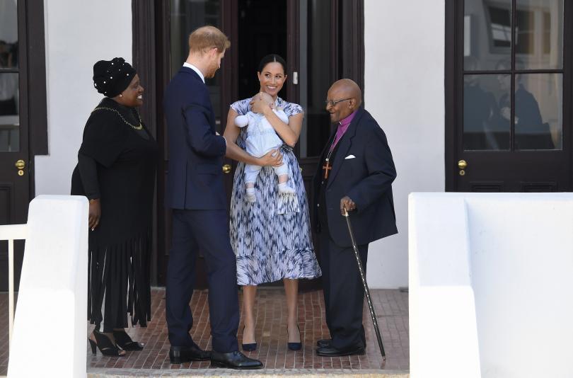 снимка 8 Кралското бебе Арчи направи първата си публична изява (СНИМКИ)