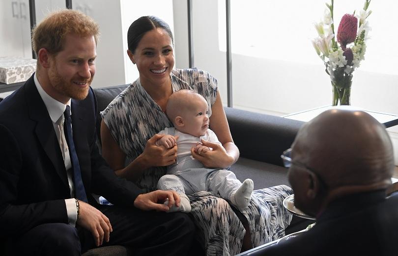 кралското бебе арчи направи първата публична изява снимки