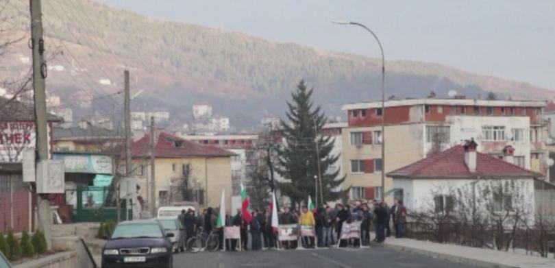 Трети ден блокада на пътя за Кърджали