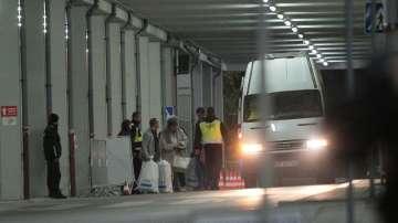 Приемането на изборните книжа в Арена Армеец върви нормално