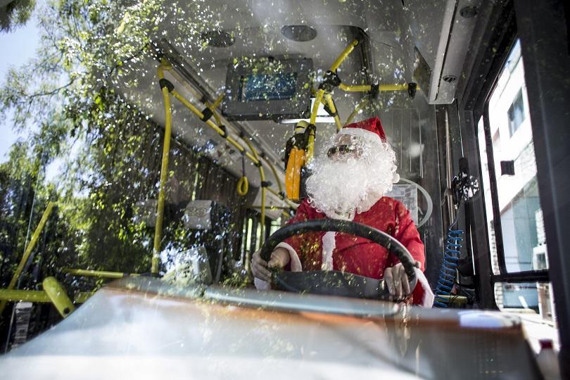 Шофьор на автобусна линия 39 в Буенос Айрес прави обичайния си маршрут