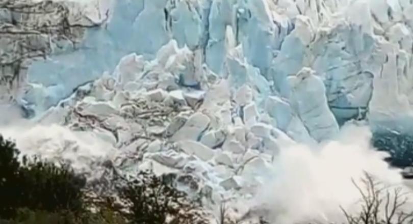 Хиляди се събраха, за да наблюдават топящ се ледник в