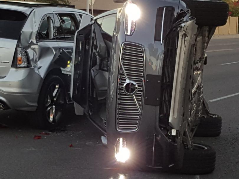 безпилотен автомобил юбер беше ударен катастрофа аризона