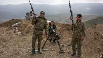 Русия ще продължи да продава оръжия и на Армения, и на Азербайджан