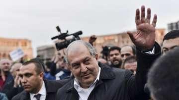 Арменският президент се срещна с протестиращите и с лидера на опозицията