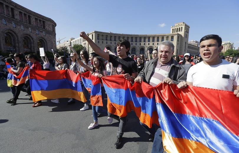 Армения е парализирана от протести, политическата криза там се задълбочава