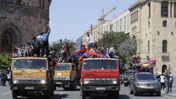 Десетки хиляди привърженици на Никол Пашинян блокираха Ереван