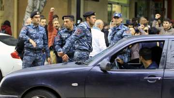Полиция блокира централния площад в Ереван