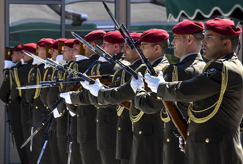 В хърватската армия избухна скандал, след като започна разследване срещу