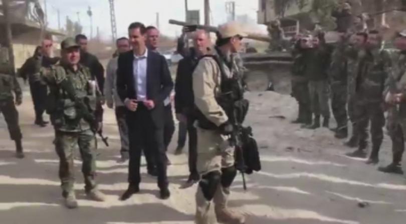 Сирийският президент Башар Асад направи рядка публична поява, като посети
