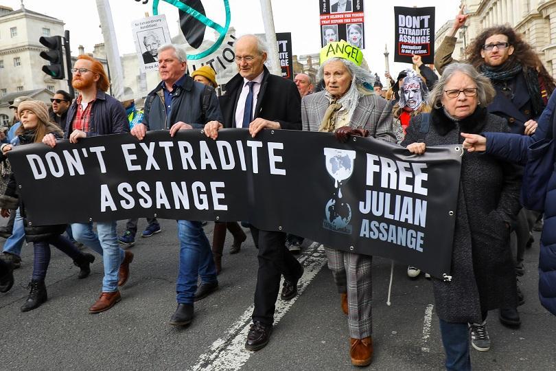 Протест в Лондон в защита на Джулиан Асанж