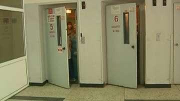 Асансьор с 8 души пропадна във варненска болница