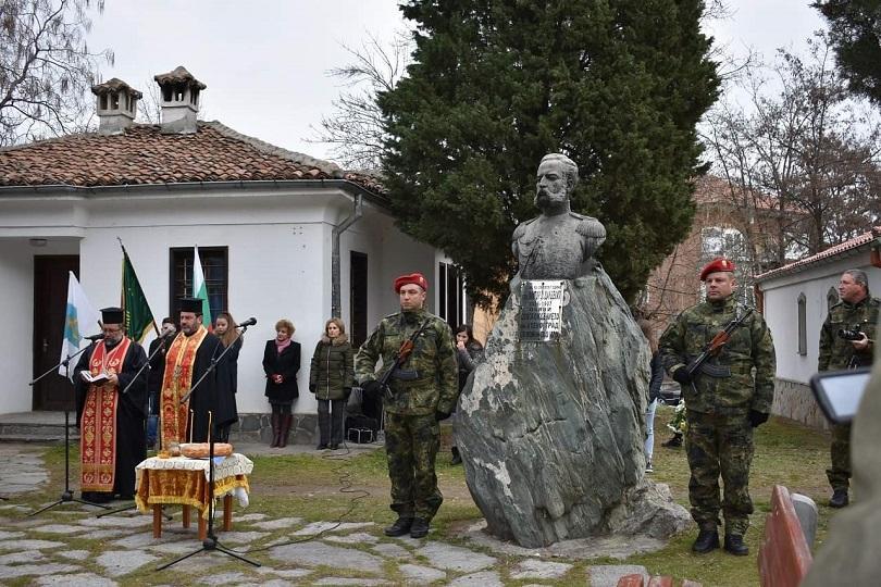 Асеновград чества 142 години от своето освобождение. Венци и цветя
