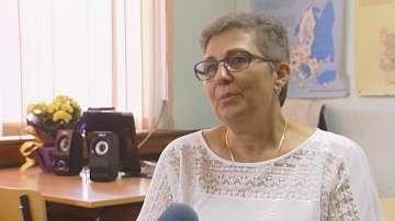 Учителка се връща в училище, след като нейни ученици събраха пари за лечението ѝ