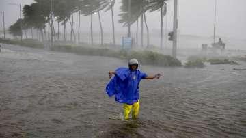 Тайфунът Мангхут сее хаос в Хонконг, след като взе жертви във Филипините