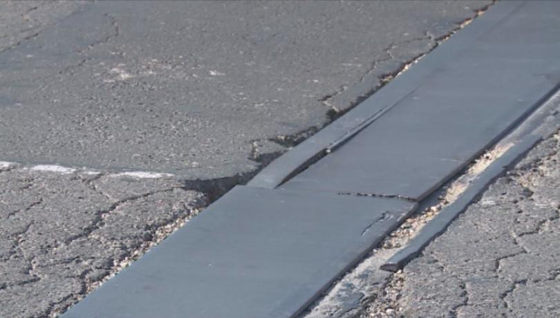 Части от Аспаруховия мост във Варна са в лошо състояние.