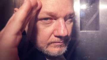Швеция подновява разследването срещу Джулиан Асандж
