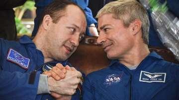 Трима космонавти се завърнаха успешно на Земята (СНИМКИ)