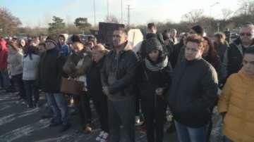 Протестиращи блокираха главния път Бургас-Созопол, където кола блъсна дете