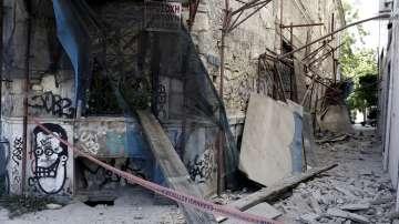 Продължават вторичните трусове след земетресението в Атина (ГАЛЕРИЯ)