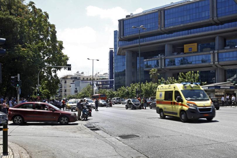 снимка 1 Продължават вторичните трусове след земетресението в Атина (ГАЛЕРИЯ)