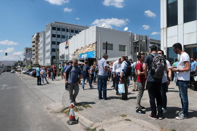 снимка 4 Продължават вторичните трусове след земетресението в Атина (ГАЛЕРИЯ)