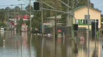 Жертвите на наводненията в Австралия са поне четири