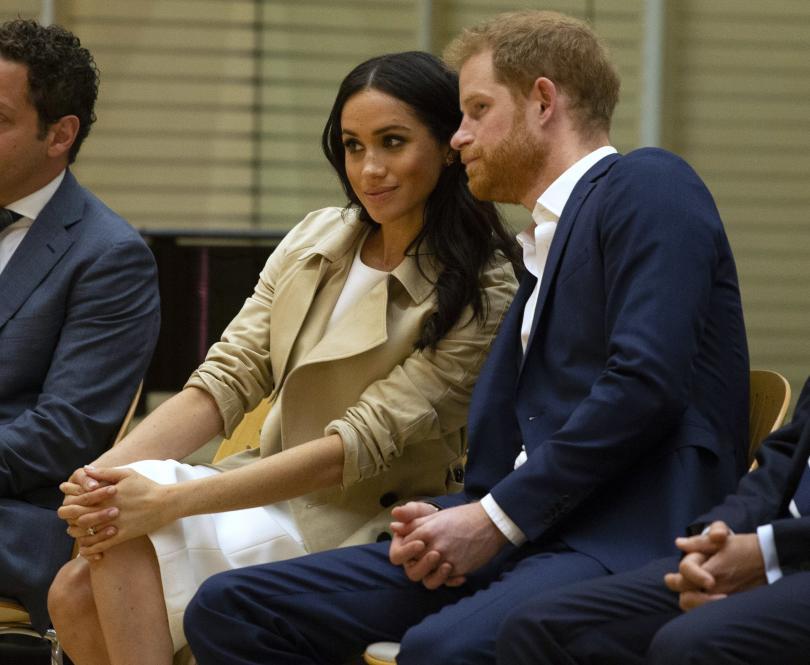 снимка 1 Принц Хари и Меган получиха бебешки подаръци по време на визитата си в Австралия