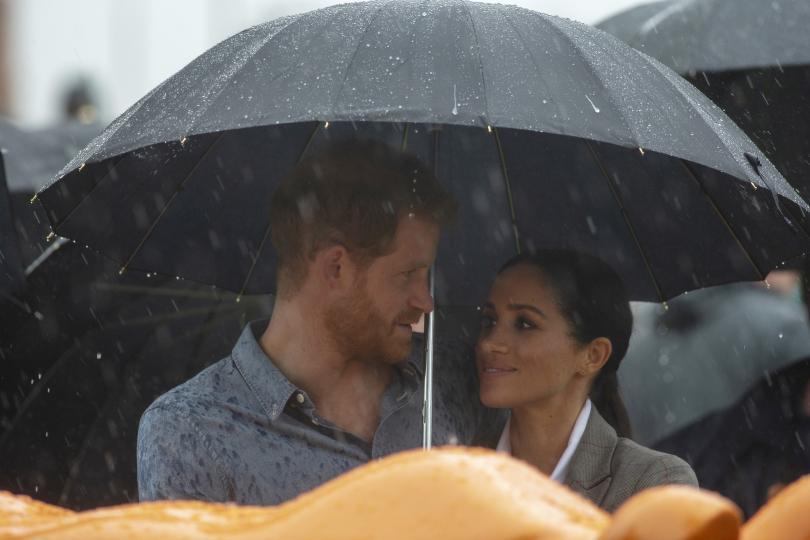 Продължава обиколката на принц Хари и съпругата му Меган в
