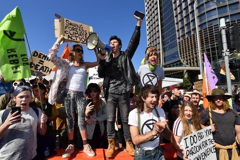 Полицията в Брисбейн арестува над 70 души, след като екоактивисти