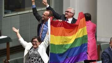 След десетилетие дебати, австралийският парламент одобри еднополовите бракове