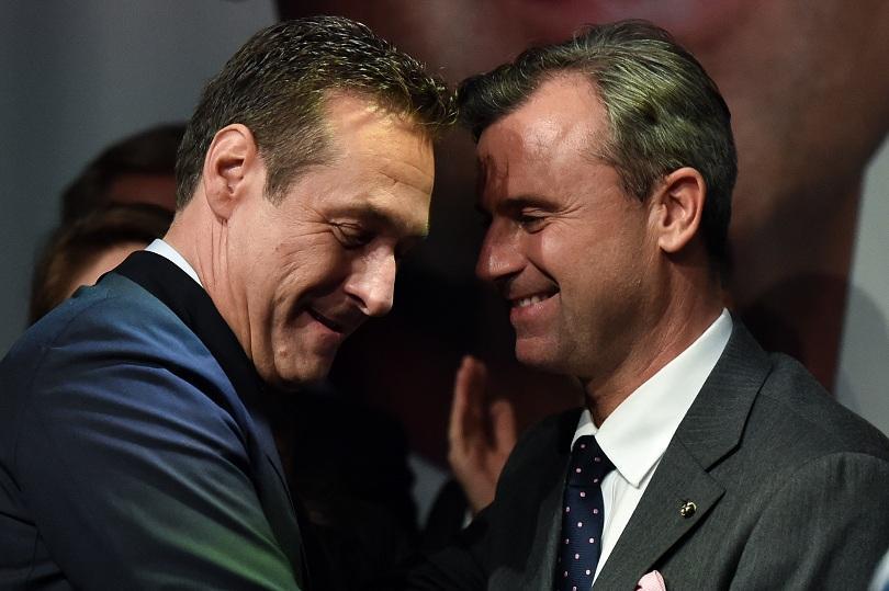 Хайнц-Кристиан Страхе заедно с кандидата за президент на партията му през 2016 г. Норбер Хофер.