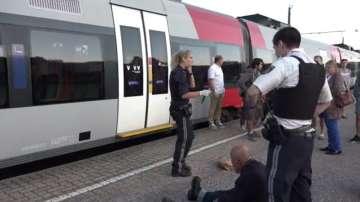 Мъж рани с нож двама души в австрийски влак