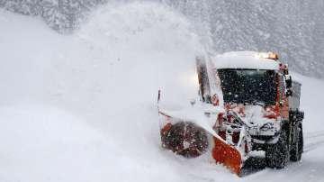 Зимна буря бушува в Европа, най-малко 12 души загинаха (СНИМКИ)