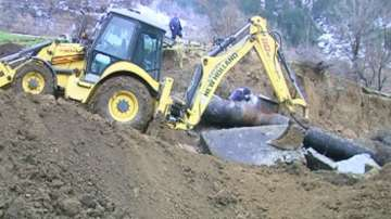 Свлачище отнесе водопровода на Кърдждали. Хиляди живеят без вода