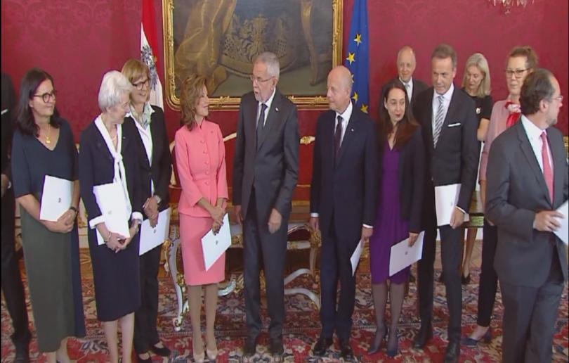Президентът на Австрия Александър ван дер Белен назначи служебно правителство.
