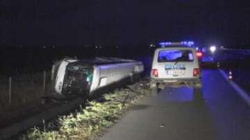 Няма тежко пострадали, след като автобус падна в канавка на АМ Тракия