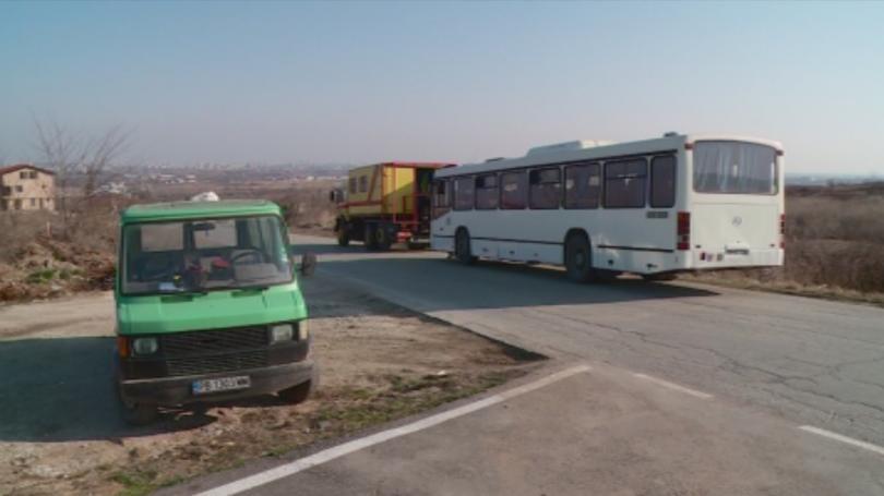 Автобус с 35 пътници пропадна в канавка край Пловдив, по чудо няма пострадали
