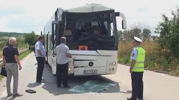 Автобус с деца катастрофира, няма тежко пострадали