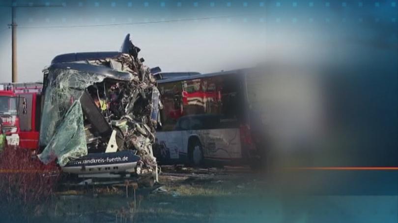 Тежък пътен инцидент в Германия. Челен сблъсък на два автобуса